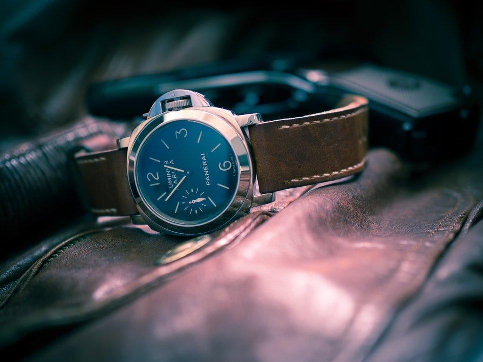 Czym cechuje się dobry zegarek wojskowy