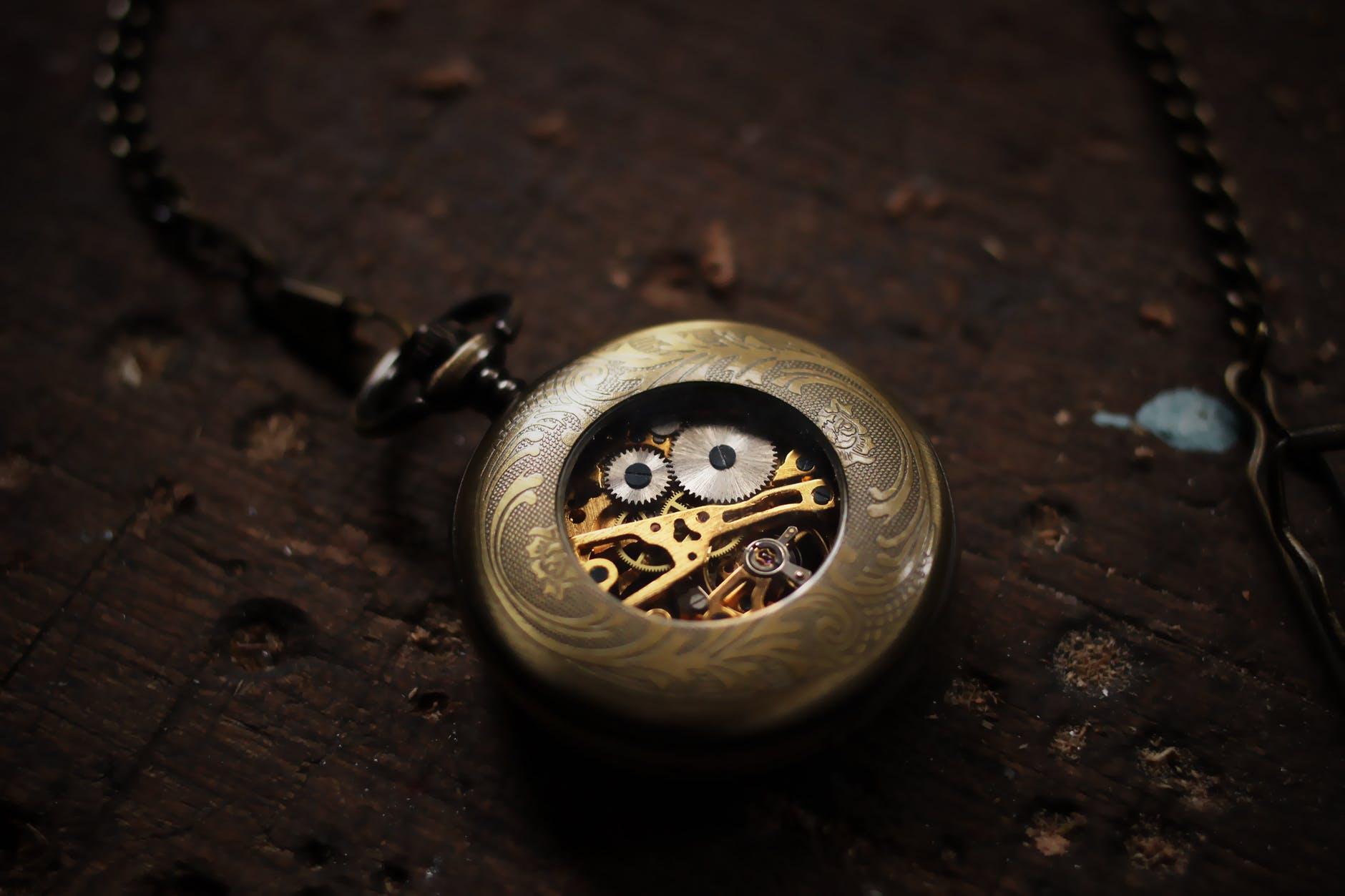 Jak przebiega renowacja zegarka